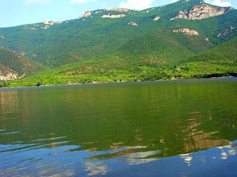http://www.povardarska-eparhija.org.mk/pe/images/stories/poloskiosvet1.jpg