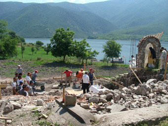 http://www.povardarska-eparhija.org.mk/pe/images/stories/poloskiosvet8.jpg